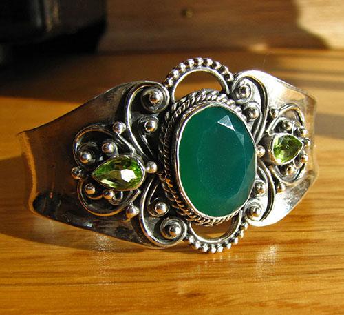 Indien-Schmuckkunst: Indisches Silberarmspange mit Jade