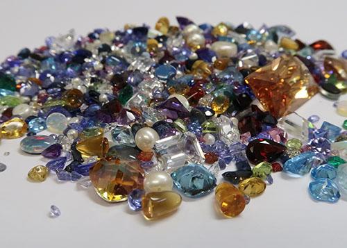 Große Menge geschliffener Edelsteine - Gemstones