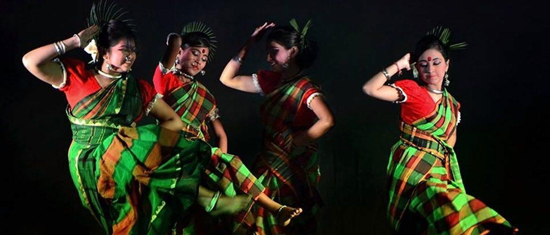 Blog - Indien-Schmuckkunst - Geschmückte, tanzende indische Frauen
